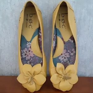 Boc mustard yellow leather flats shoes size 6